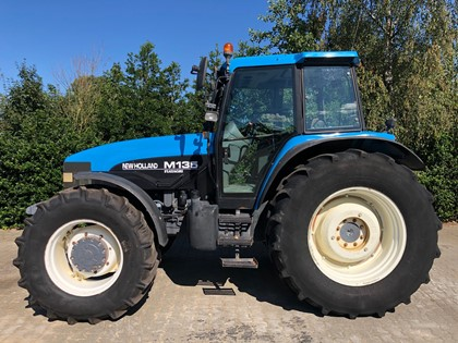 NEW-HOLLAND-M135 DT-TRACTOR